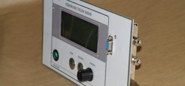 W wielu konstrukcjach stosujemy sterowniki PLC i panele operatorskie wiodących producentów elektroniki. Do części naszych […]